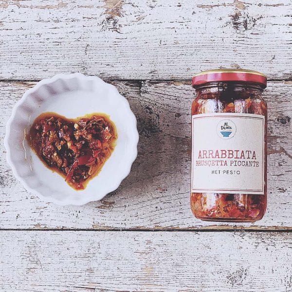 Arrabbiata het pesto salsa för pasta bruschetta och extra krydda