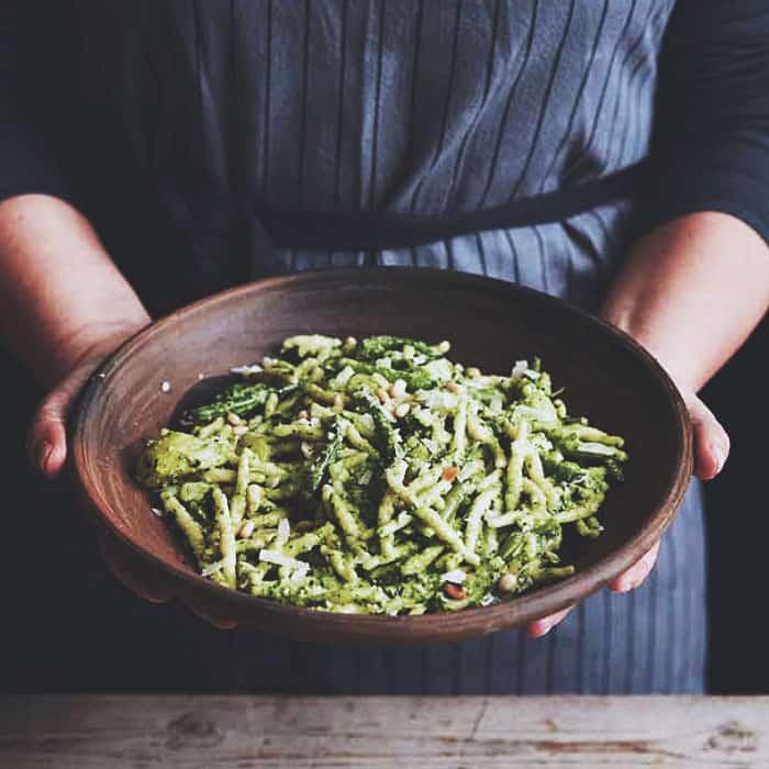 laga äkta italiensk vegetarisk pesto