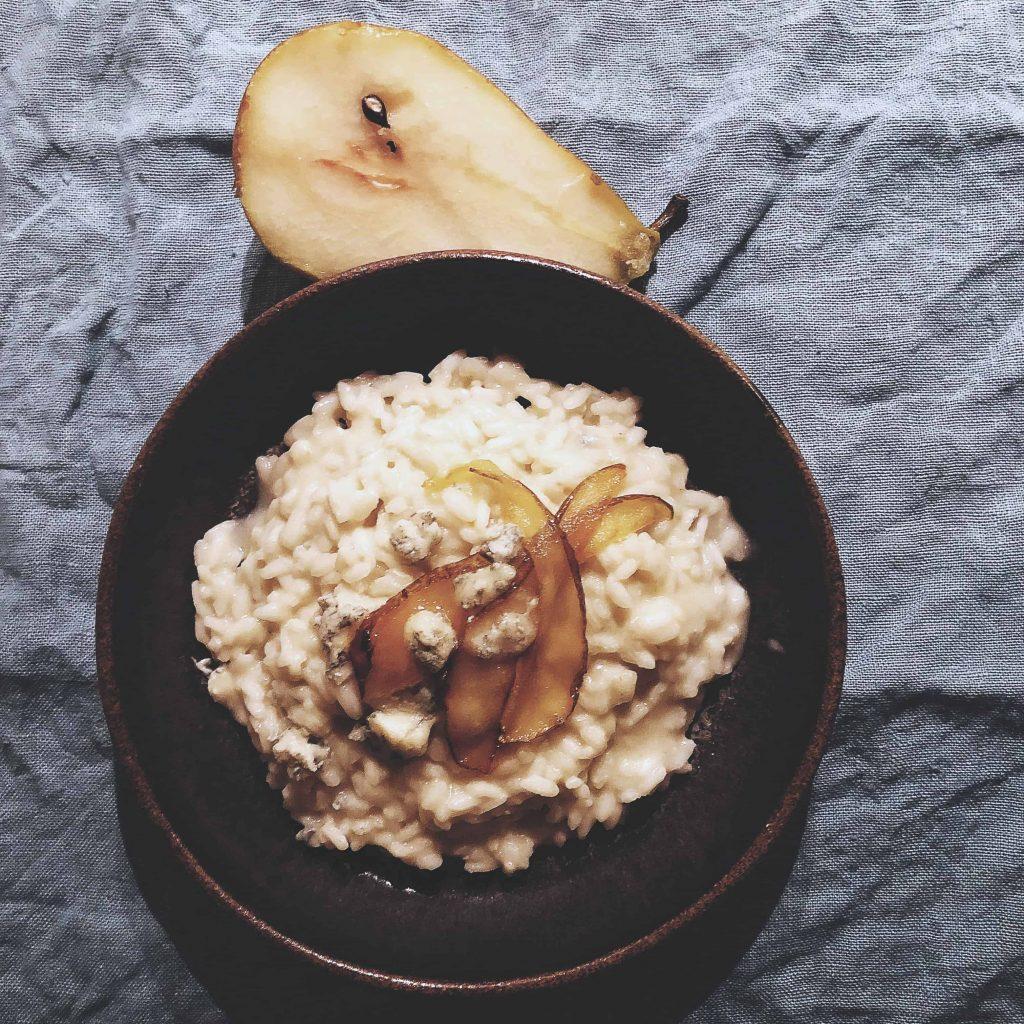 risotto med päron och gorgonzola italiensk favoritmat