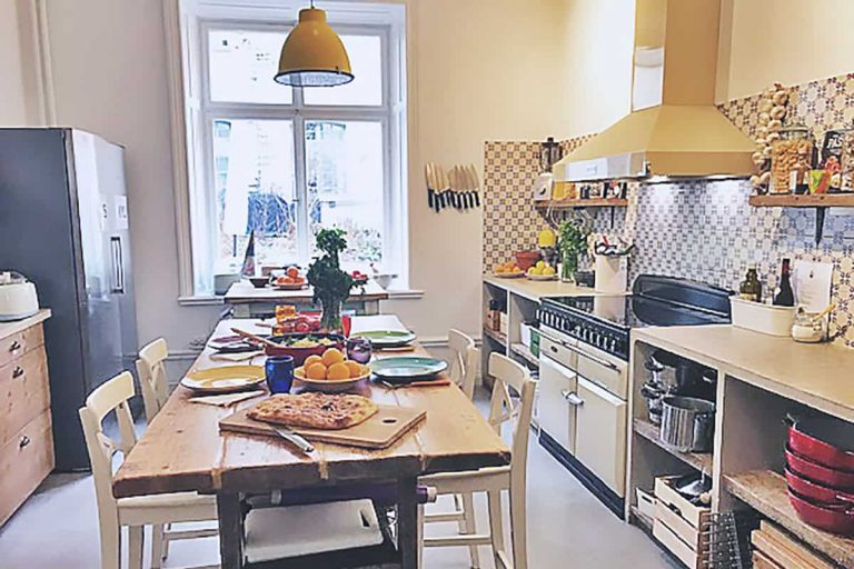 DUE roslagsgatan uppdukat kök för gäster