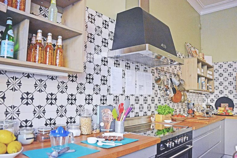 Uno Karlbergsvägen matstudio med italienskt kakel och inredning