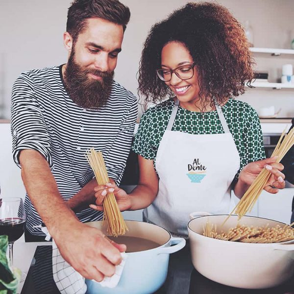 Människor i köket på kurs