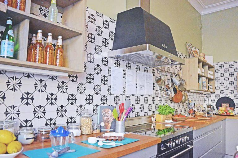 Uno-Karlbergsvagen-matstudio-med-italienskt-kakel-och-inredning