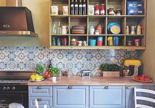 Laga mat med kollegor i vårt italienska kök i stockholm