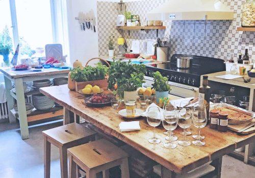 Privat sällskap i matstudio för stora och små sällskap