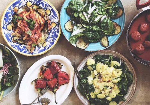 italiensk matlagning för att fira bruden till bröllopet och ha en härligt stund